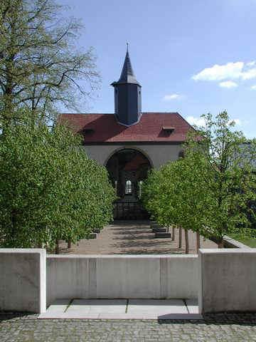 statt Säulen stehen im Kirchenschiff jetzt Baume